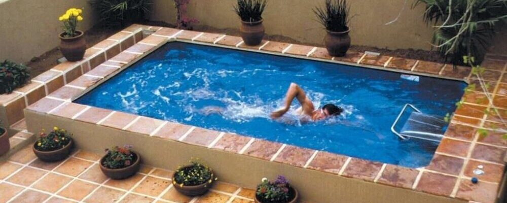 Consejos y ejercicios para practicar natación en piscinas pequeñas