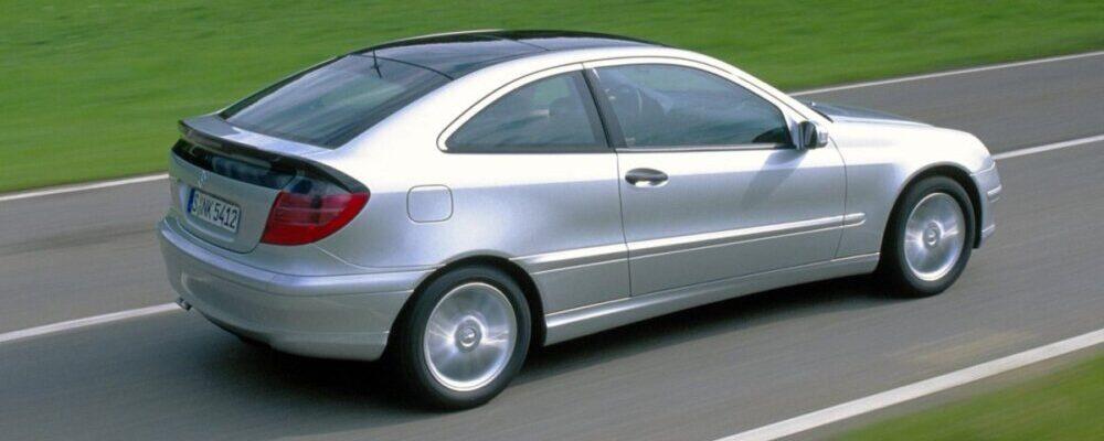 ¿Cuál es la velocidad máxima que alcanzan los Mercedes-Benz deportivos?